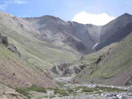 Campo Base del Konze La a cima del Konze La y descenso a Sumdo